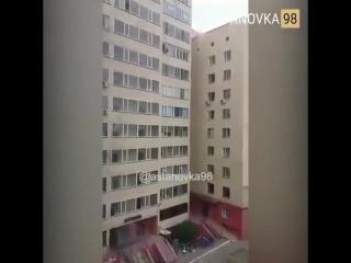Ребенок пошел гулять с 10-го этажа