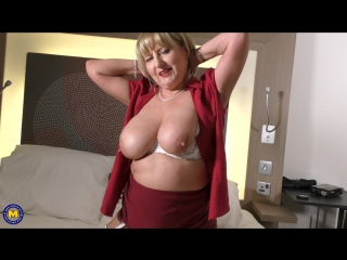 Big breasted housewife lorna blu playing with her toy - http://www.7porn.xyz