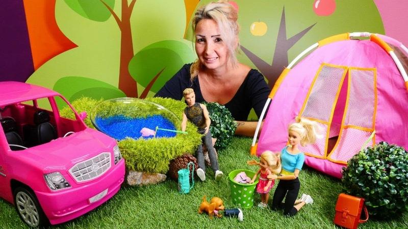 Barbie ailesi. Ken Özgenin kampında balık tutuyor