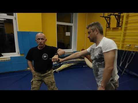 Валерий Крючков.Обезоруживание (одна рука ранена)