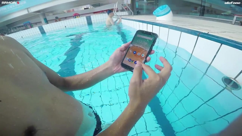 Notch Display Ulefone Armor 5 Waterproof Test in Pool