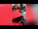 Китаянка арендовала Ferrari ценой £500 тысяч и спустя пару минут встретилась с отбойником. Права она примерно так же получала