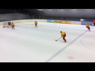 Сегодня у команды две тренировки. Утром - лёд и тренажёрный зал по группам, вечером - общий лёд.