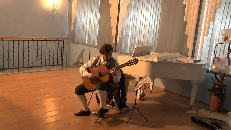 11 Бах Первая лютневая сюита ми минор Алеманда и Бурре Михаил Николаев гитара