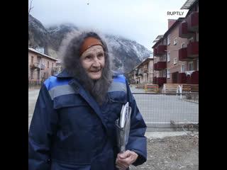 83-летняя баба Катя проделывает длинный путь три раза в неделю, чтобы доставить письма и газеты в деревню Цей.