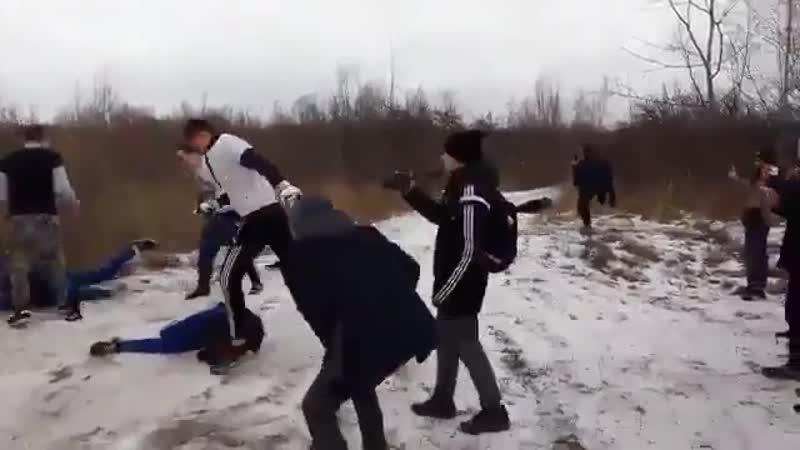 [v-s.mobi]ЖЕСТЬ Драка фанатов Жесткий забив .mp4