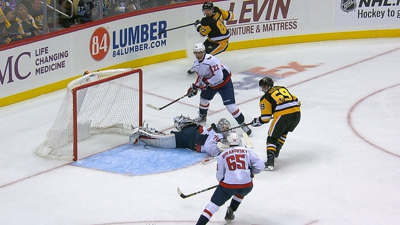 Braden Holtby denies Crosby, Guentzel with insane pad save