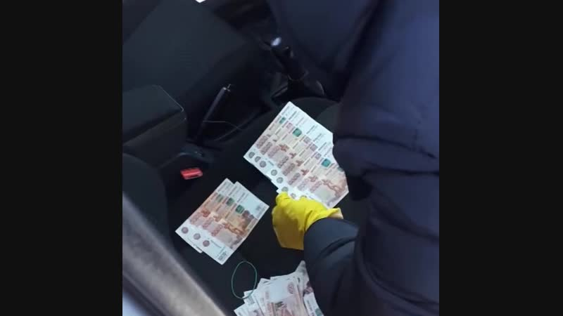 Волгоградского бизнесмена задержали за взятку