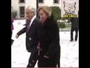 Presidente Piñera y su esposa jugando con nieve en patio de la moneda