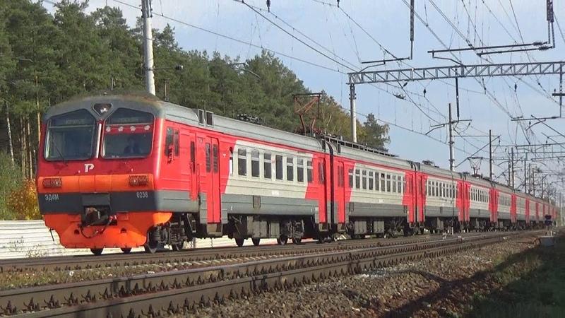 Электропоезд ЭД4М-0238 сообщением Крутое - Москва Курская