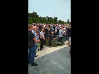 wlkp24.info - Tłumy żegnają Tomasza Jędrzejaka... (HD) (via Skyload)