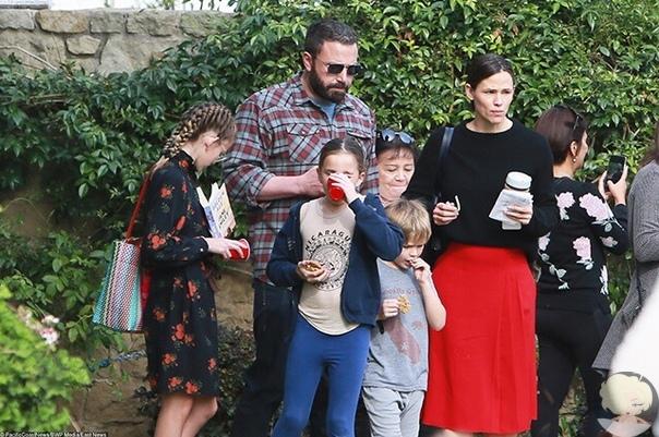 Бен Аффлек и Дженнифер Гарнер вместе сводили детей в церковь