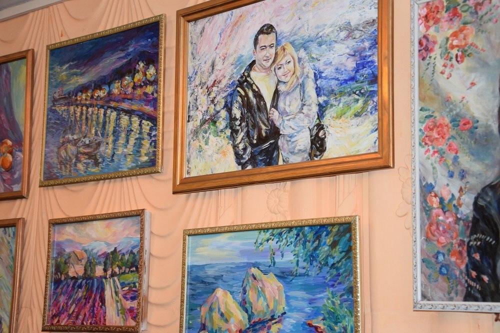 В Музее градообразующего предприятия города Армянска состоялась выставка картин