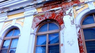 Дом 19 Века. Футаж Старинный Дом 19 Века с Облупленной Штукатуркой. Футаж Дом с Облупленными Стенами