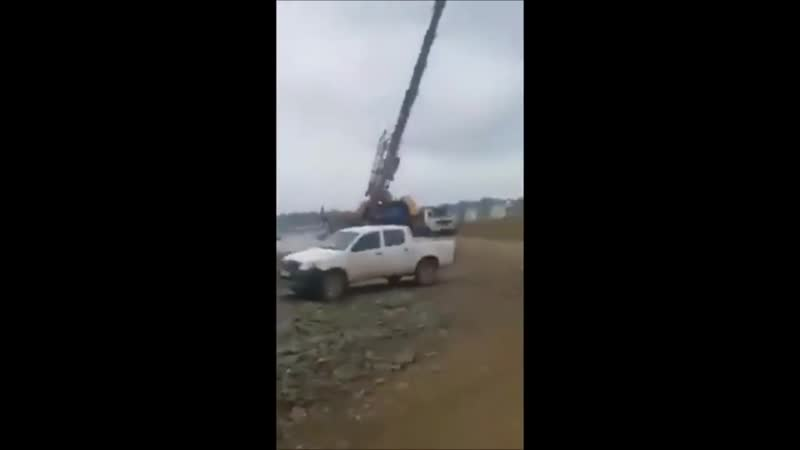 Dangerous Idiot Operator Heavy Equipment Excavator Fail _ Win Extreme Best Skill Working (2)