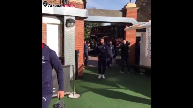 Arsenal arrive at Craven Cottage