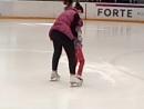 2018-04-15 Ева. Первые шаги на льду - начало тренировки