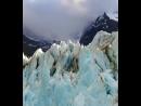 Пролетая над антарктическим ледником.
