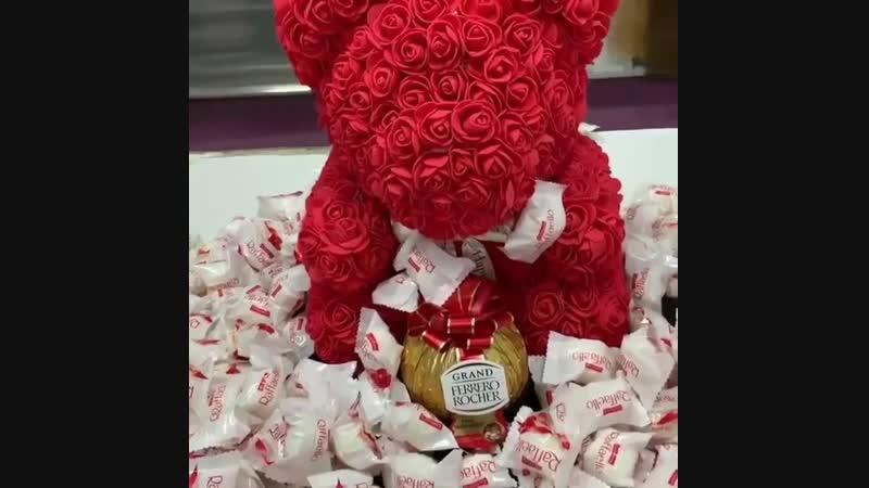 Мишка с конфетами Raffaello и Ferrero Rocher