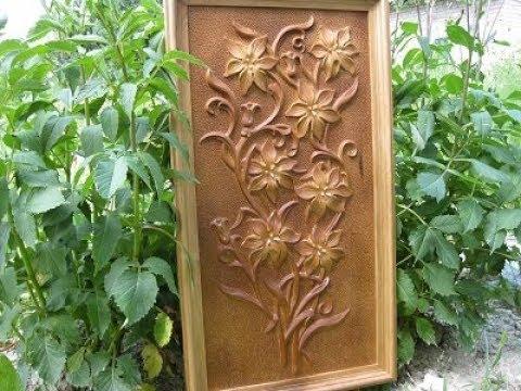 панно лилии в рамке, резьба по дереву