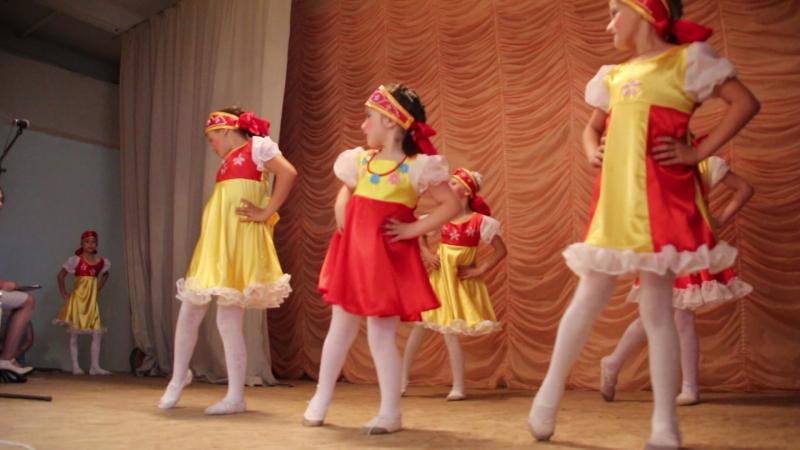 Видео из архива фоторепортера ВИДЕО ВЕСТИ 35 РФ УСТЮЖНА Владимира Смелова танцуеет Свой стиль 20 июля 2018г.
