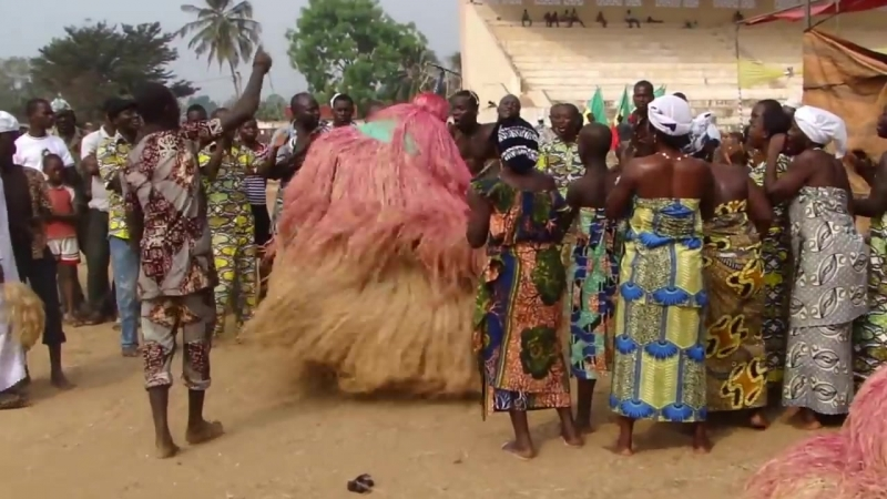 Танец масок зангбето в Бенине -- конец XVII века -- до настоящего времени