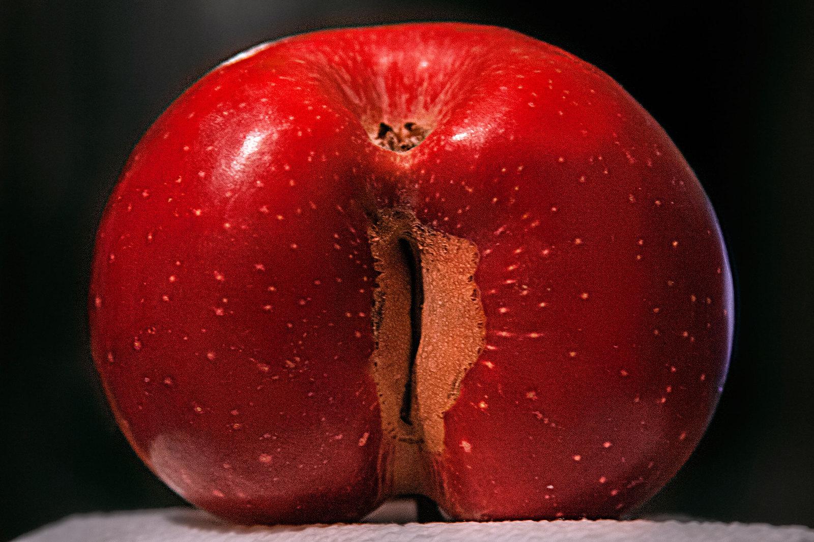 Яблоко в попку, Кормит жопу яблоками порно видео онлайн 25 фотография