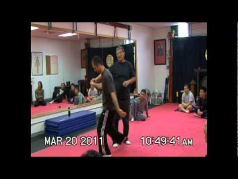 Taichi Master Anthony Ho Nan Jie (何南傑)'s surprise way to catch a punch