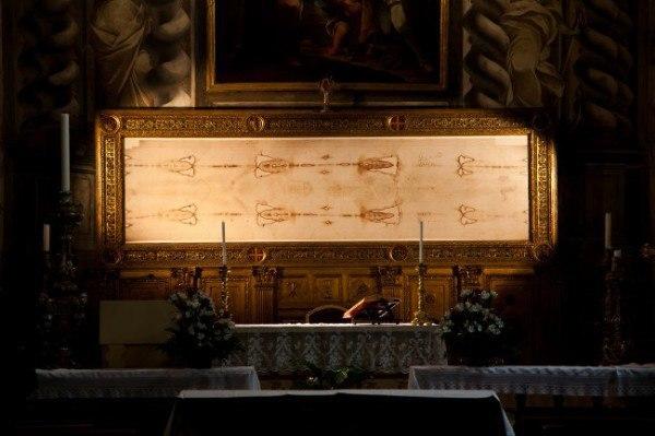 Сила Туринской Плащаницы Распятие Иисуса Христа – неизведанное таинство, которое чтится культурами многих стран мира! Что же в нём такого уникального Истинные христиане придают этому событию