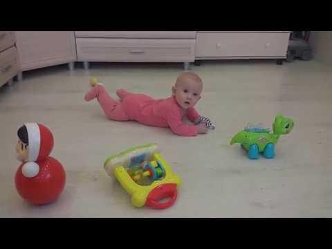 Играем на полу и ползаем! 6,5 месяцев