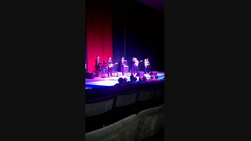 Акапельное исполнение песни всем составом групры