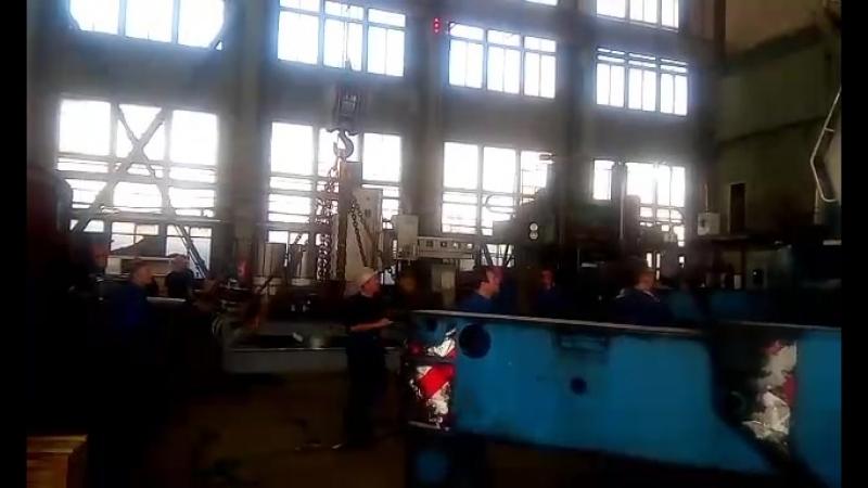 в цеху поднимаем котлы вес 43 тонны