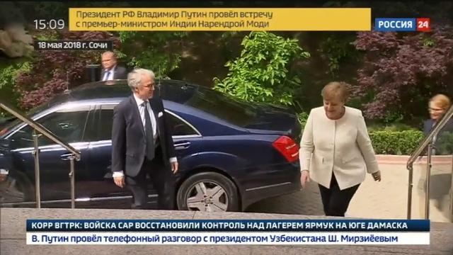 Новости на Россия 24 Никакой не сигнал а обычная вежливость Песков пояснил почему Путин подарил Меркель цветы