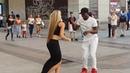 Ofreciendo bailar SALSA CUBANA en las calles de Madrid l Española se une bailando timba con Peruano