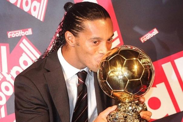 Роналдиньо Лучший футболист в мире. Один из величайших игроков. Настоящий чемпион. Неповторимый. Невероятный талант с чрезвычайными техническими качествами. Отличный плеймейкер и истинный