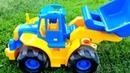Гигантский экскаватор Мася на улице Мультик желтый синий трактор Учим цвета