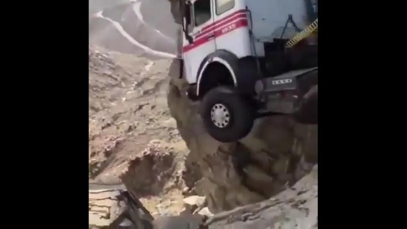 Опасность на дороге поджидает везде.