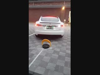 Tesla taiwan testing out new supercharger ground locks solution to fix ice issues.