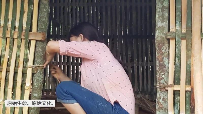 РЕКОНСТРУКЦИЯ 08 ТЕХНОЛОГИИ И БЫТ КАМЕННОГО ВЕКА Создание стен с помощью расщеплённого бамбука