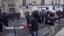 Manifestation des Gilets Jaunes un policier pris en flag avec un marteau à la main