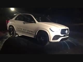 E-Active Body Control system: The new Mercedes-Benz GLE 450 4MATIC