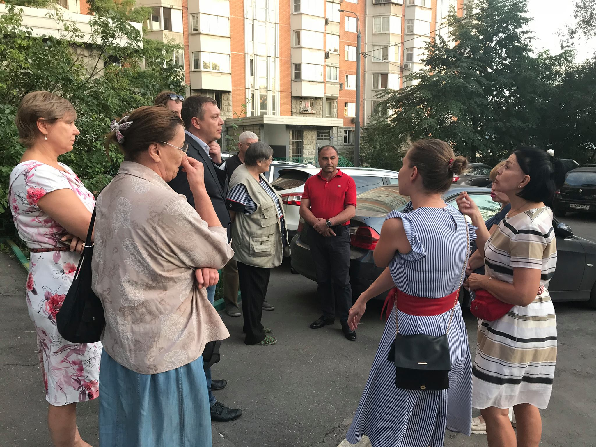 Глава Управы встретился с жителями двух домов по Малому Краснопрудному тупику. Фото: официальная страница Сергея Носкова в социальных сетях
