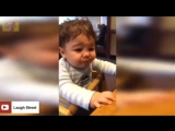 Laugh to death! Cute baby's funny reaction to lemons.mp4
