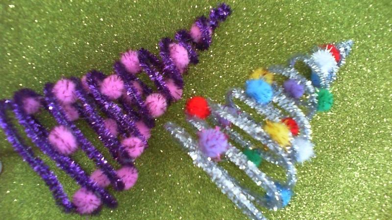 DIY МК Как сделать новогоднюю сувенирную елочку из синельной проволоки