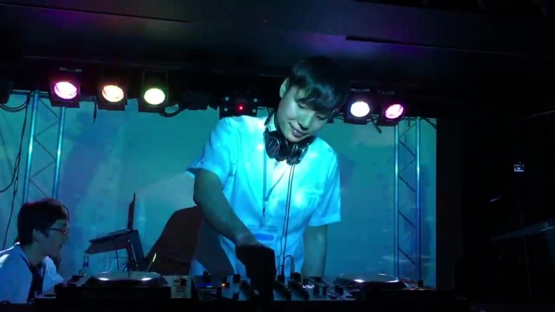 IZUMI AUDIO Tetsuhiko Izumi Urban Techno Cafe DJ Live set at Bar Guild Osaka