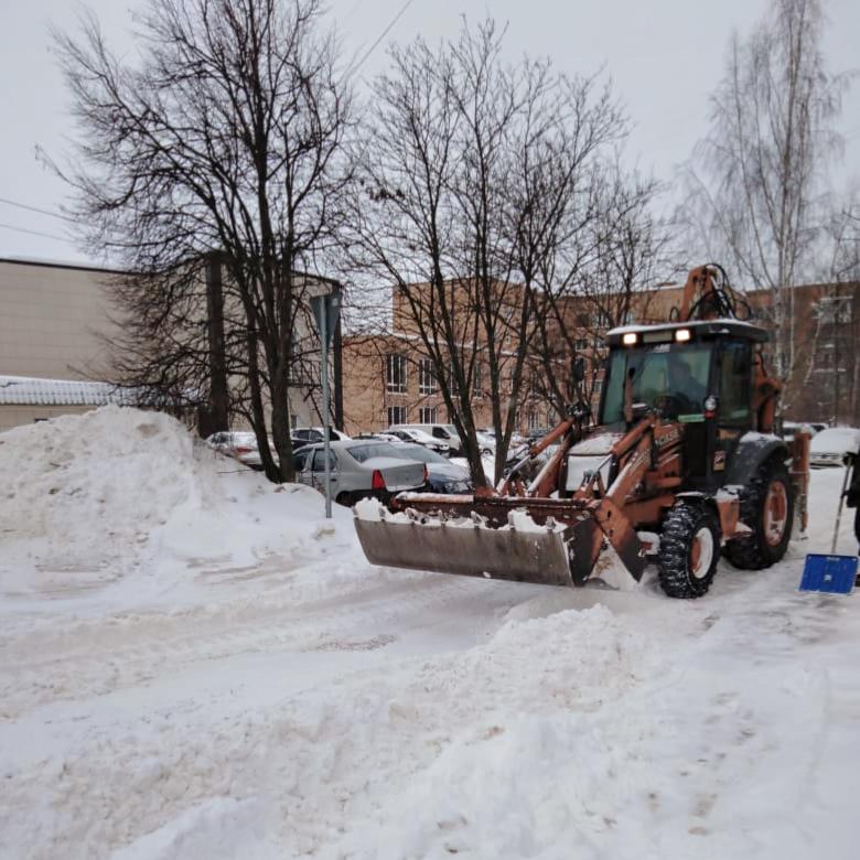 Очистили дворы в микрорайоне Северный от снега
