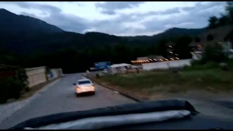 Едем от каньона Псахо по тихоньку в сторону дома по извилистым дорогам смотреть онлайн без регистрации