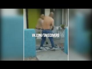 TAKE COVER (177) [Лучшие уличные драки] (KirbLaGoop - Ya Ain't (prod. Slugga)) vk.com/takecovers