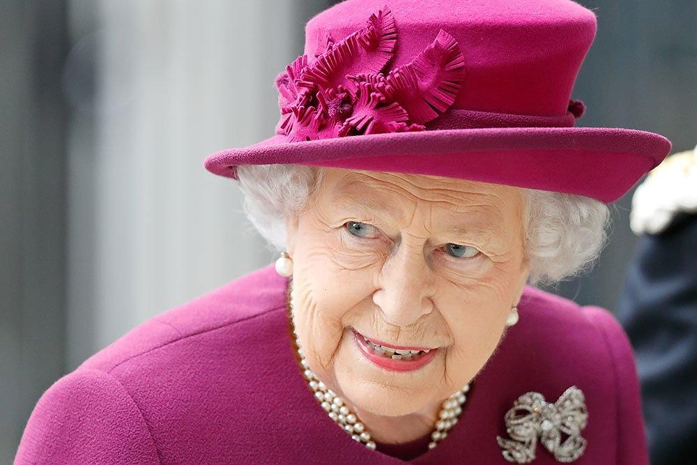 Школьник из Орска получил письмо от королевы Великобритании Елизаветы II, пишет «Российская газета».