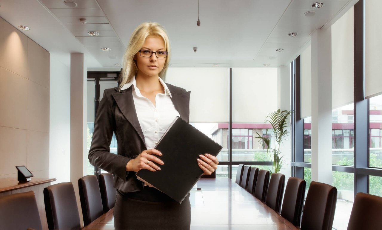 Начальник леди в кабинете фото — photo 5